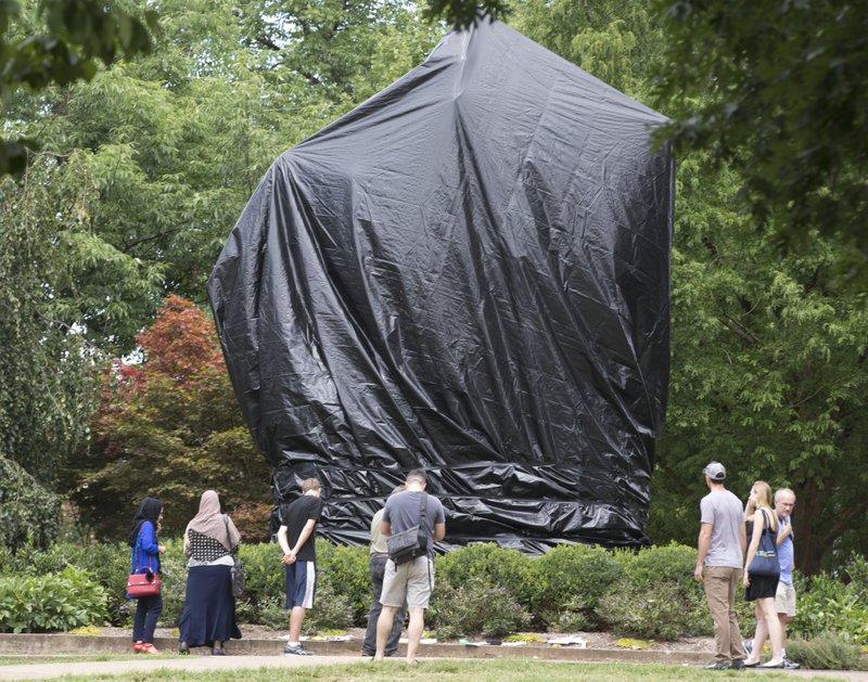Charlottesville judge orders tarps off Confederate statues